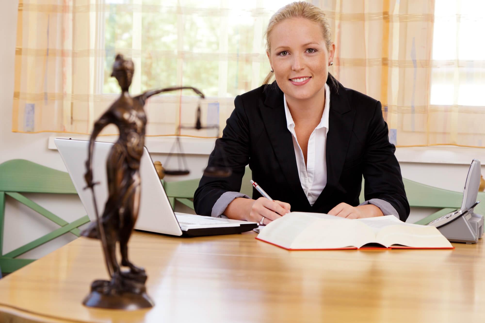 старший юрист консультант